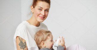 Jaunos mamos apranga ir makiažas