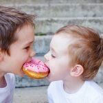 Kaip išmokyti vaikutį dalintis?